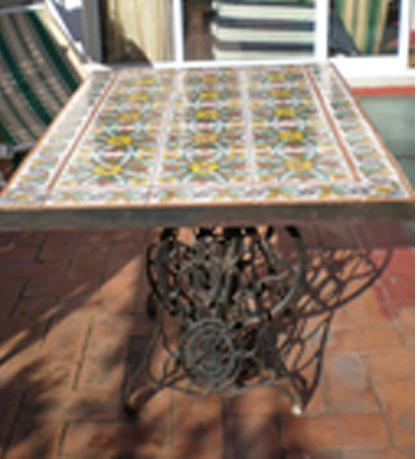 Ceramic dictionary by susan mussi tablero mesa con - Azulejos de patio ...