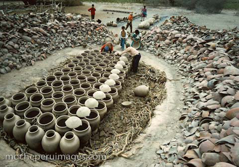Copyright Nathan Benn: Pit firing. Click on the image to enlarge it. - Ceramic Dictionary - By Susan Mussi: PIT FIRING (1)